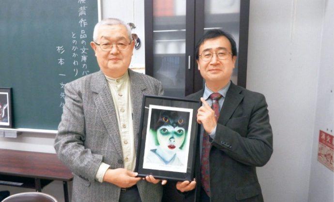 左からイラストレーターの杉本一文さん、会を主催した神戸探偵小説愛好會の野村恒彦さん